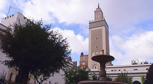 Inaugurée en 1926,la mosquéede Paris est la plus grande de France. Son minaret fait 33 mètres de haut.