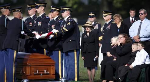 Enterrement du sergent-chef Nekl B.Allen, tué en septembre dans une embuscade tendue par les insurgés talibans, dans la province afghane de Wardak, à l'âge de 29ans… Contrairement à la majorité des familles, qui préfèrent enterrer leur fils dans leur ville, le clan Allen a choisi le cimetière militaire national d'Arlington, section 60.