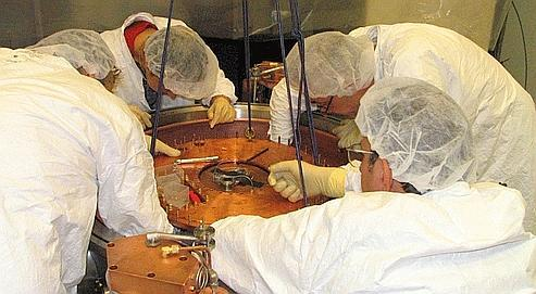 Pour mener à bien leurs expériences, les chercheurs ont dû mettre au point des instruments ultrasensibles, en germanium ultrapur, placés dans une enceinte refroidie à une température de -273,13 °C.