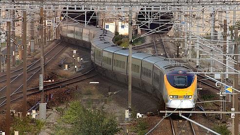 Un premier train a quitté Paris mardi pour rallier Londres.