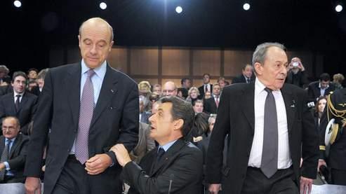 Alain Juppé, avec Nicolas Sarkozy et Michel Rocard, le 8 décembre dernier.