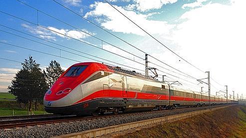 Les trains «Frecciarossa» de Trenitalia concurrenceront la SNCF dès le printemps en attendant des TGV Veolia-Trenitalia en 2012.
