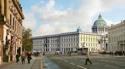 Avec la reconstruction d'ici à 2015 de l'ancien château de Guillaume II ( ici sur une vue d'artiste), Berlin va retrouver une partie de l'histoire architecturale de son centre. La colossale bâtisse, ravagée par les bombes en 1945, puis rasée cinq ans plus tard par les communistes, abritera un centre d'échange des cultures du monde. Crédit photo : Association Berliner Schloss