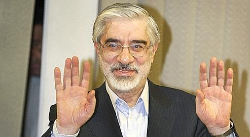 Mir Hossein Moussavi accuse Mahmoud Ahmadinejad d'avoir «isolé le pays», et prône un rapprochement avec l'Amérique, doublé d'ouvertures politique et sociale à l'intérieur du pays.