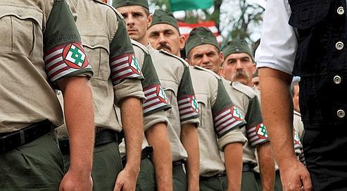 Défilé à Budapest,en août 2007,du groupe paramilitaire d'extrême droite« Magyar Garda ». Ses membres sont liés avec Jobbik, un parti hongrois nationaliste et xénophobe.