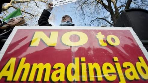 Les manifestations contre le régime iranien se multiplient dans les pays occidentaux, comme ici lundi devant l'ambassade iranienne à Londres.