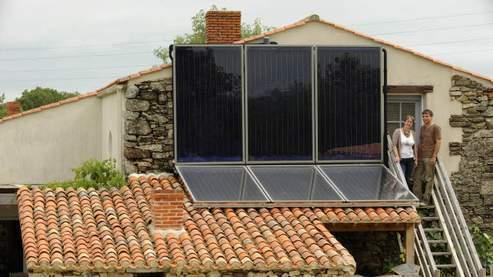 Les français peuvent installer des panneaux sur leurs toits et revendre l'électricité produite à EDF.