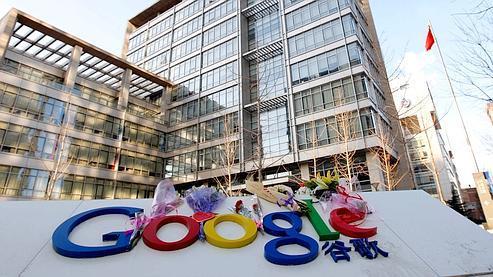 Des fleurs ont été déposées devant les locaux de Google à Pékin.