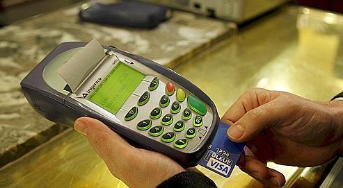 Un leurre fait croire au terminal de paiement que le porteur de carte bancaire a bel et bien tapé son code confidentiel.