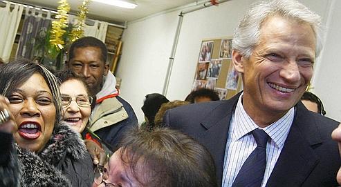 Dominique deVillepin, mardi àBondy, est venu à la rencontredes habitants de la cité du 14-Juillet.