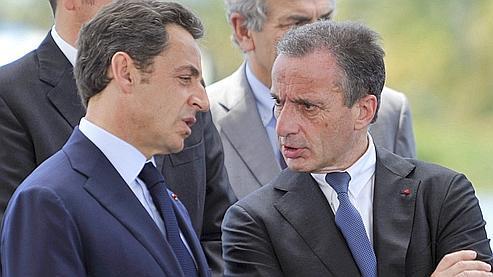 Nicolas Sarkozy et Henri Proglio, en déplacement mardi à Saint-Pierre de la Réunion.