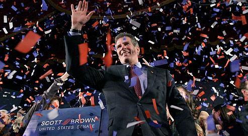Scott Brown célèbre sa victoire à Boston, le 19 janvier.