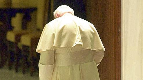 A l'approche de son 75e anniversaire en 1995, Jean-Paul II aurait envisagé de renoncer à son mandat.