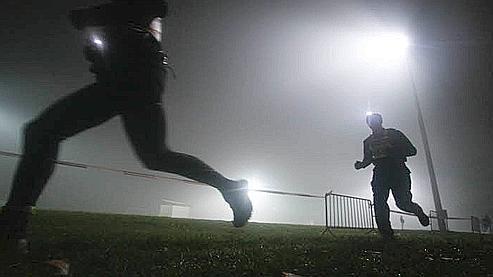La grande majorité des joggers qui courent avec des chaussures modernes pose en premier le talon.
