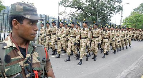À Kandy, des militaires défilent dans les rues, le 2 février.