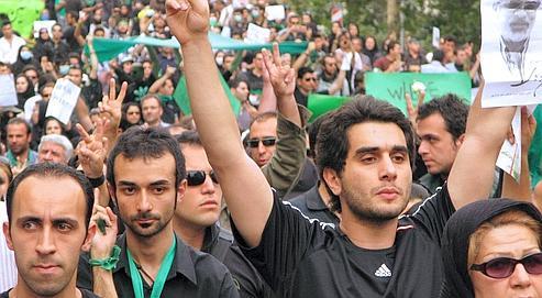 Manifestants à Téhéran le 18 juin 2009. Dans la capitale iranienne comme dans les villes universitaires de province, la protestation s'amplifie.
