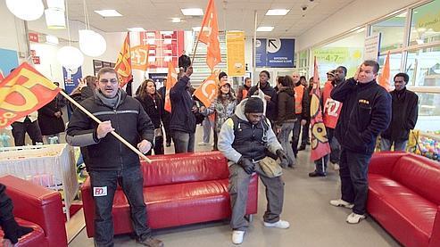 Les salariés ont manifesté dans le magasin de Roissy.