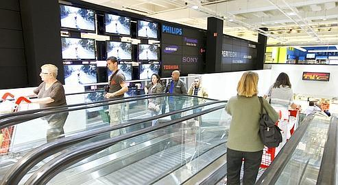 Hypermarché Auchan du centre commercial de Vélizy 2, après sa restauration et son agrandissement.