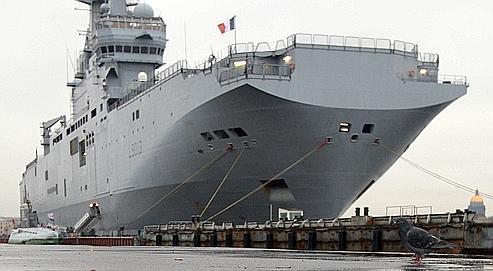 Cet énorme navire, de 199 mètres de long et de 32 mètres de large déplaçant quelque 21.600 tonnes, serait construit à Saint-Nazaire.