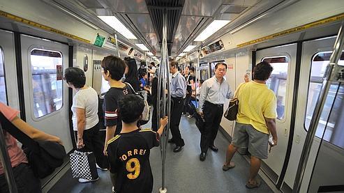 À l'origine de l'interdiction : une porte de métro bloquée par un chewing-gum voici dix-huit ans.
