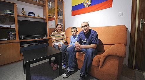 Famille colombienne photographiée en février 2009 dans son appartement, à Madrid.