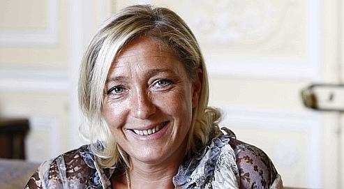 Marine Le Pen se plaît à renvoyer dos à dos PS et UMP.