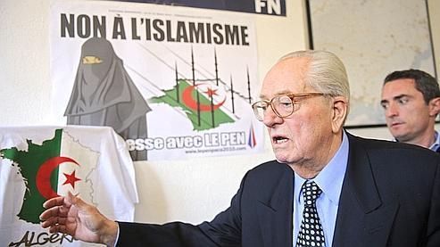 Jean-Marie Le Pen, le 5 mars dernier à la permanence du FN à Marseille.