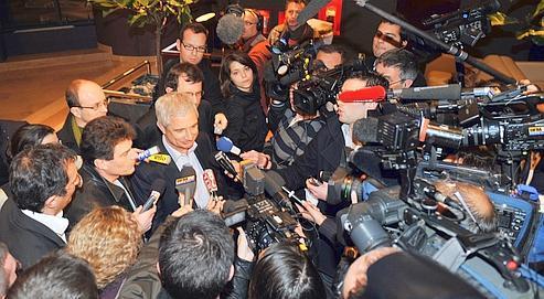 Pascal Durand (négociateur Europe Écologie) et Claude Bartolone (pour le PS), lundi soirau Novotel des Halles,à Paris.