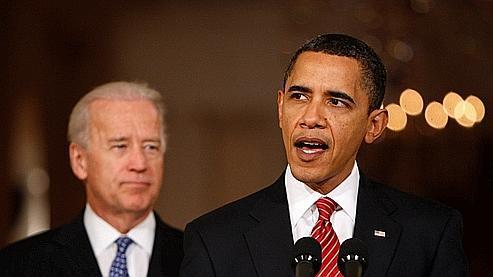 Le vice-président Joe Biden (en arrière-plan) et le président américain Barack Obama. «Nous avons prouvé que nous restions un peuple capable de grandes choses», s'est félicité le chef de l'Etat à l'issue du vote dimanche soir.