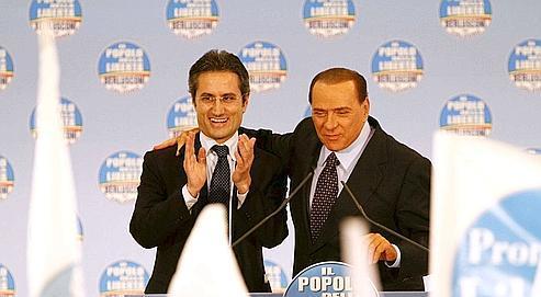 Stefano Caldoro et Silvio Berlusconi lors d'un meeting de campagne électorale,à Naples, le 18 mars dernier.