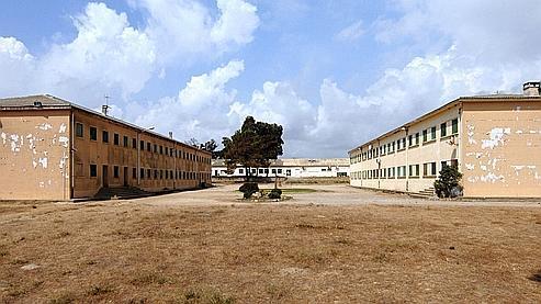 A Casabianda, dans l'est de la Corse, les 194 détenus circulent en toute liberté, sans barbelés.