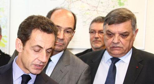 Nicolas Sarkozy, Eric Woerth et Christian Lambert (à droite), nouveau préfet de Seine-Saint-Denis, à Bobigny en novembre dernier.