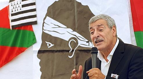 Ferhat Mehenni, président du mouvement pour l'autonomie de la Kabylie (MAK) présente son mouvement, le 8 août 2009 à Corte.