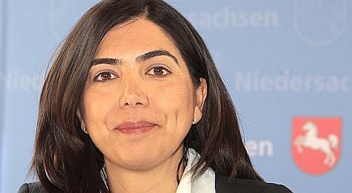 Ayguel Oezkan, 38 ans, est devenue du jour au lendemain le modèle d'une communauté qui peine à s'intégrer en Allemagne.