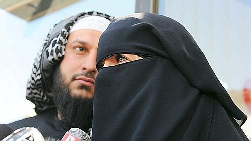 Vendredi, la conductrice a donné une conférence de presse, où elle affirmait éprouver un «sentiment d'injustice» après avoir reçu une amende de 22 euros pour avoir conduit avec un niqab.