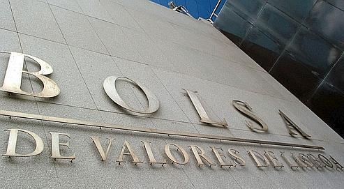 La Bourse de Lisbonnea perdu 3,17%. L'État portugais a vu lundi son taux d'intérêt à dix ans grimper à 5,2%.