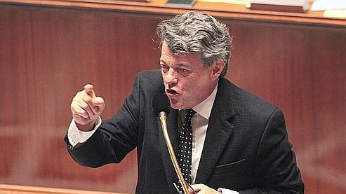 En ouvrant la discussion du projet de loi en séance publique mardi en fin d'après-midi, Jean-Louis Borloo, le ministre de l'Écologie et chef d'orchestre du Grenelle depuis plus de deux ans, entendait bien démonter qu'il n'y avait aucun recul.