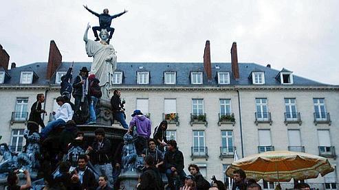 Au plus fort de la soirée, 9.500 personnes étaient rassemblés sur la place Royale de Nantes. (Photo: Reuters)