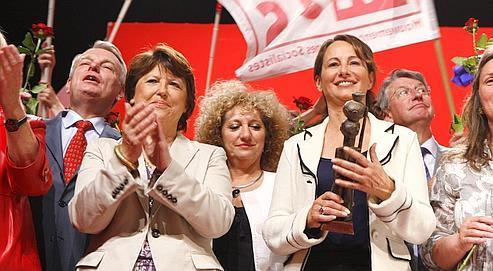La première secrétaire du PS Martine Aubryet Ségolène Royal lors d'un meeting pour les élections européennes en 2009, à Rezé (Loire-Atlantique).