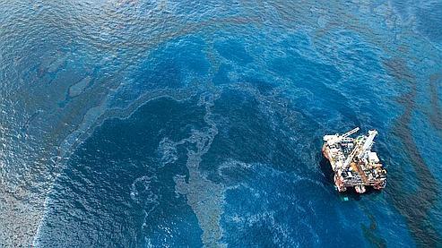 Le pétrole remonte encore à la surface autour du site Deepwater Horizon.