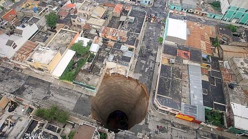 La cavité mesure trente mètres de profondeur. Photo : Reuters