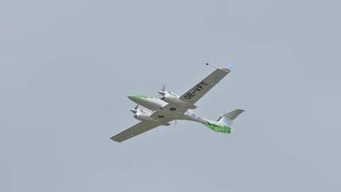 EADS a fait voler ce mardi au salon aéronautique de Berlin le Diamond DA42NG, un bi-moteur alimenté par un carburant produit à 100% à partir d'algues.