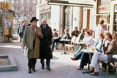 Période de l'amitié glorieuse. Mitterrand et Grossouvre en promenade à Paris. (Diego Goldberg/Sygma/Corbis)
