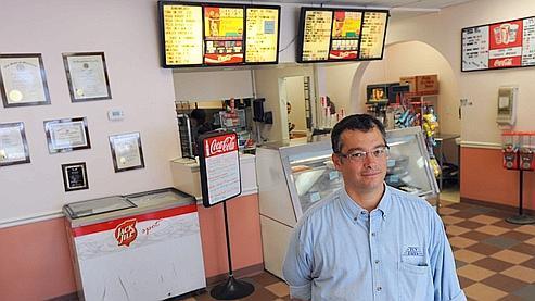 Ron Rosenbluth, le propriétaire de Tov Pizza. «Les gens me demandent: «pourquoi tu embaucherais Jack Abramoff?» Je dis et pourquoi pas? Il paie sa dette à la société, non ?», explique-t-il.