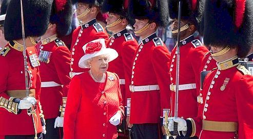 La reine Elisabeth II en visite au Canada, le 1er juillet.