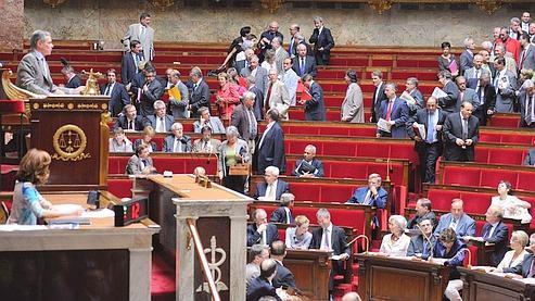 Les députés socialistes quittant mardi l'hémicycle.