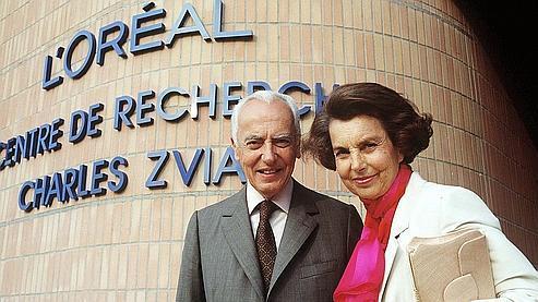 Liliane Bettencourt et son défunt mari, André, soupçonnés d'avoir financé des hommes politiques de manière occulte (ici en 1992).