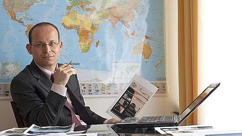 Mathieu Guidère, ici à son bureau à Paris, est un universitaire spécialiste des mouvements radicaux. JACQUES TORREGANO/LE FIGARO MAGAZINE