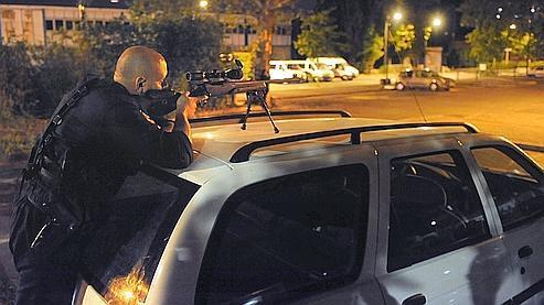 Villeneuve, un quartier sensible de Grenoble, reste sous haute surveillance policière.