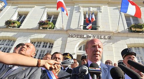 Le ministre de l'Intérieur, Brice Hortefeux, s'est rendu, lundi, à Saint-Aignan pour constater les dégâts.